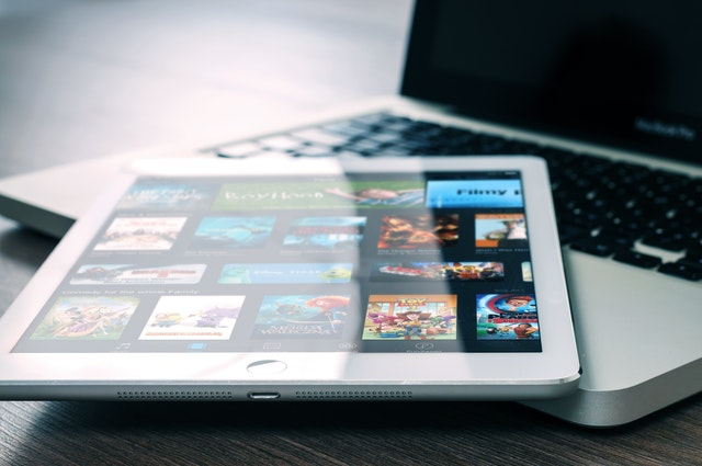 Tablet mit Filmen